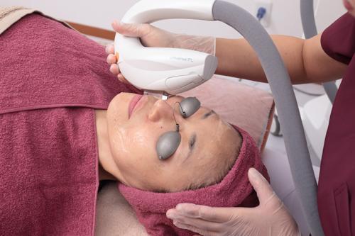 6種の波長を駆使した光治療で肌トラブルをまとめてリセット!