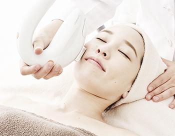 シミ・ソバカス・くすみ・肝斑・シワ・毛穴の開き・毛穴 の黒ずみ・ニキビ・赤ら顔など、ほとんどの肌の悩みに対応する美肌治療