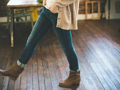 スキニーパンツをかっこよく履きこなす! 美容クリニックの美脚メニュー