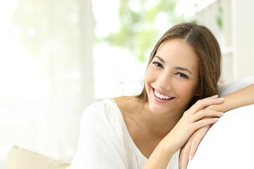 笑顔女性イメージ