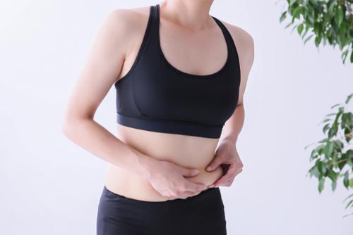 お腹の脂肪が落ちづらいのはなぜ?
