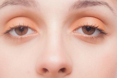 眼瞼下垂になる原因は