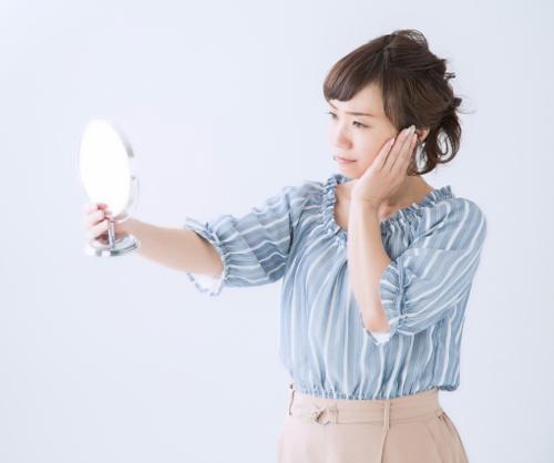 顔に点在する悩めるシミに! マイルドな光によるシミ治療