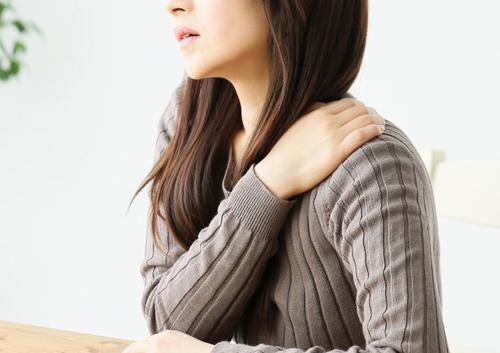 冬の肩コリの主な原因「冷えによる血行不良」はなぜ起きる?